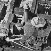 Церковь Сан Витале в Равенне. Заложена в 526 г., освящена в 547 г. Общий вид. Аэрофотосъемка