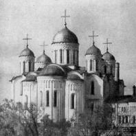 Успенский собор во Владимире. 1158-1161 гг., расширен в 1185-1189 гг. Вид с северо-востока