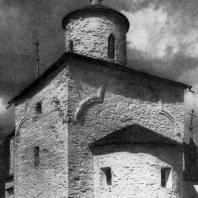 Церковь Успения на Волотовом поле близ Новгорода. 1352 г. Вид с юго-востока