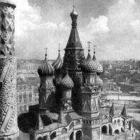 Собор Покрова на рву (храм Василия Блаженного) в Москве. 1555-1560 гг. Общий вид с северо-запада