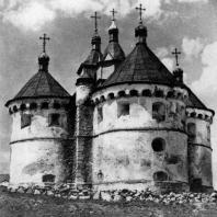Покровская церковь в селе Сутковицы на Подолии. Начало 16 века. Вид с юго-востока