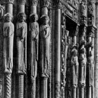 Собор в Шартре. Порталы западного фасада (так называемый Королевский портал). Около 1135-1155 гг.