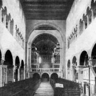 Церковь св. Кириака в Гернроде. Построена после 960 г.; западный хор - 12 в. Внутренний вид