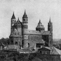 Собор св. Петра в Вормсе. Строительство начато после 1171 г., завершено в основном к 1234 г. Общий вид с юго-запада
