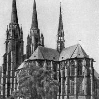Церковь Елизаветы в Марбурге. Начата в 1235 г., башни закончены в 1-й половине 14 в. Вид с юго-востока