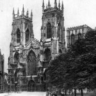 Собор в Йорке. Основное строительство в 1291-1342 гг. Вид с юго-запада