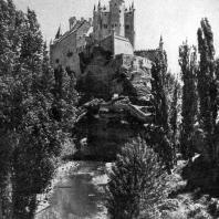 Алькасар в Сеговии. 9 век, перестроен в 16 веке. Общий вид