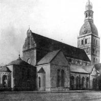 Домская церковь в Риге. Начата в 1211 г., завершена в основном в середине 13 век. Общий вид с северо-востока