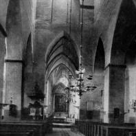 Церковь Олевисте в Таллине. Основное строительство в 13 в., башня западного фасада - 15 - начало 16 вв. Внутренний вид