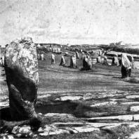 Аллея менгиров в Карнаке (Бретань). Начало эпохи бронзы