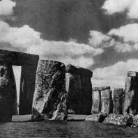 Стонхендж близ Солсбери (южная Англия). Эпоха бронзы. Начало 2 тыс. до н. э.