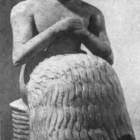 Статуэтка Ибн-ила из Мари. Алебастр. Около 2500 г. до н. э. Париж. Лувр