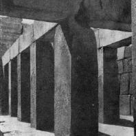 Внутренний вид заупокойного храма фараона Хафра в Гизэ. IV династия. Первая половина 3 тыс. до н. э.