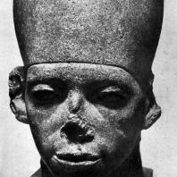 Голова статуи фараона Аменемхета III. Черный базальт. XII династия. 19 в. до н. э. Каир. Музей