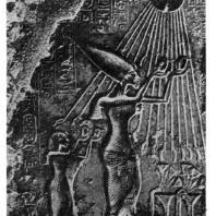 Поклонение фараона Эхнатона солнцу. Рельеф из храма в Ахетатоне (Эль-Амарне). XVIII династия. Начало 14 в. до н. э. Каир. Музей
