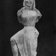 Архерм. Статуя летящей Ники с острова Делоса. Мрамор. Первая половина 6 в. до н. э. Афины. Национальный музей