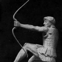Геракл с восточного фронтона храма Афины-Афайи на острове Эгине. Мрамор. 490—480 гг. до н. э. Мюнхен. Глиптотека