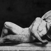 Раненый воин с восточного фронтона храма Афины-Афайи на острове Эгине. Мрамор. Около 490—480 гг. до н. э. Мюнхен. Глиптотека