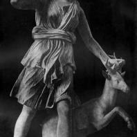 Круг Леохара. Артемида Версальская. Третья четверть 4 в. до н. э. Мраморная римская копия с утраченного оригинала. Париж. Лувр
