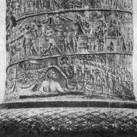 Колонна Траяна в Риме. Фрагмент (нижняя часть колонны)