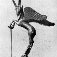 Ручка вазы в виде крылатого козерога. Серебро с инкрустацией. Около 4 в. до н. э. Париж. Лувр