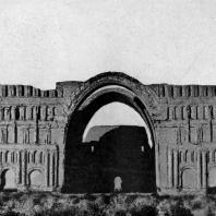 Дворец в Ктесифоне. 3—6 вв. н. э. Общий вид фасада в конце 19 в.
