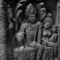 «Змеиный царь» у входа в чайтью № 19 в Аджанте. 6 в. н. э.