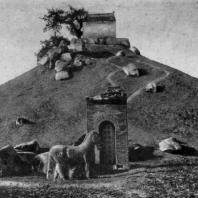 Гробница полководца Хо Цюй-бина. Провинция Шэньси. Период Хань. 3 в. до н. э. — 3 в. н. э.